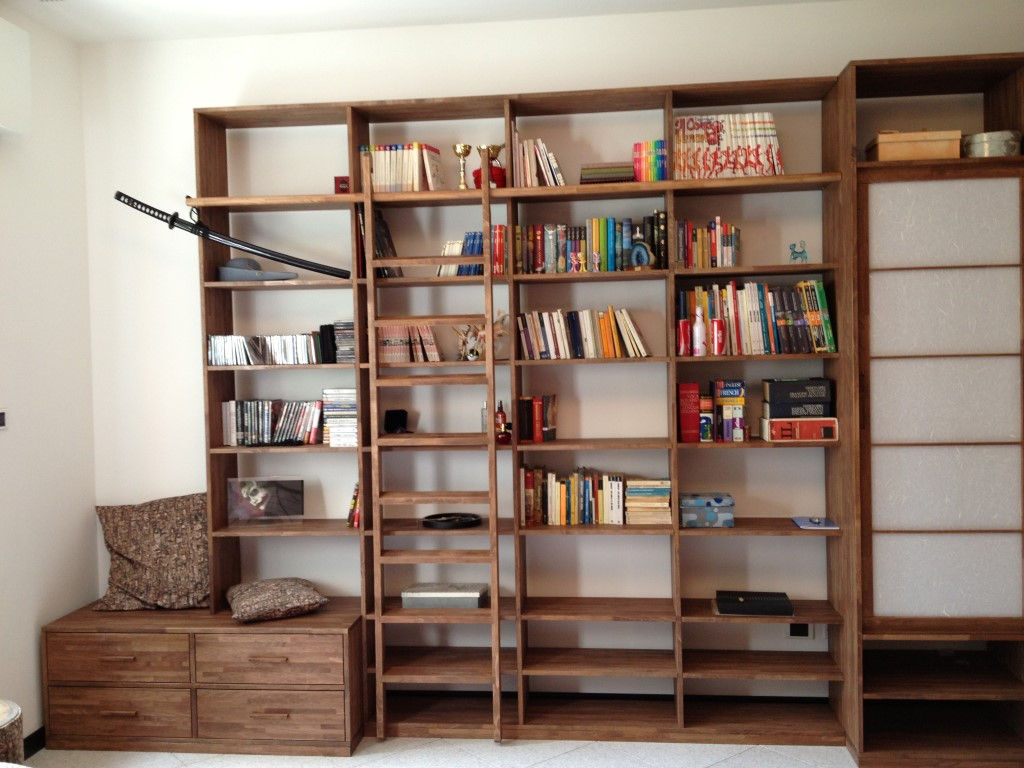 Libreria mosca cinius disponibile su misura for Scala scorrevole per libreria